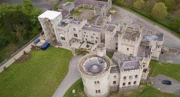 Замок из«Игры престолов» реализуют вИрландии поцене квартиры встолице Англии