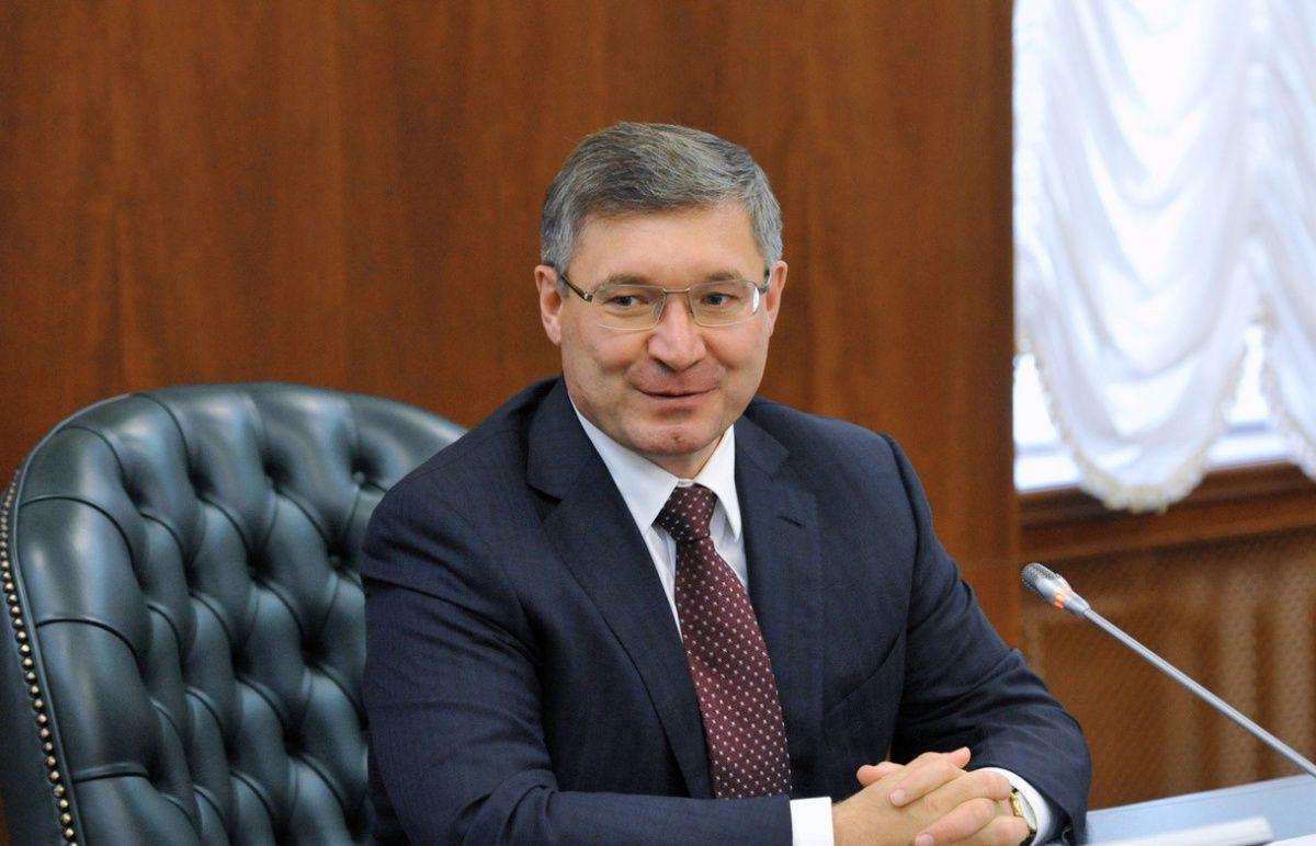 Якушев предложил Медведеву обеспечить энергосбережение домов при капремонтах
