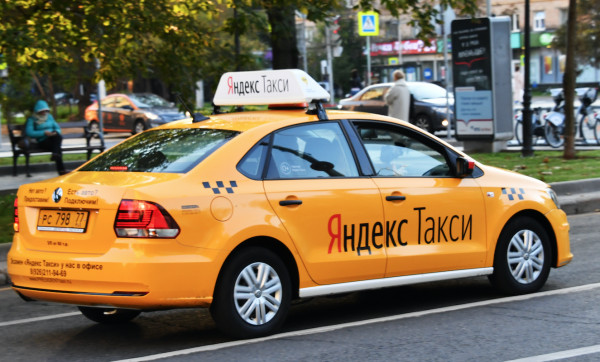 «Яндекс.Такси» приобретет сервис подоставке еды Foodfox